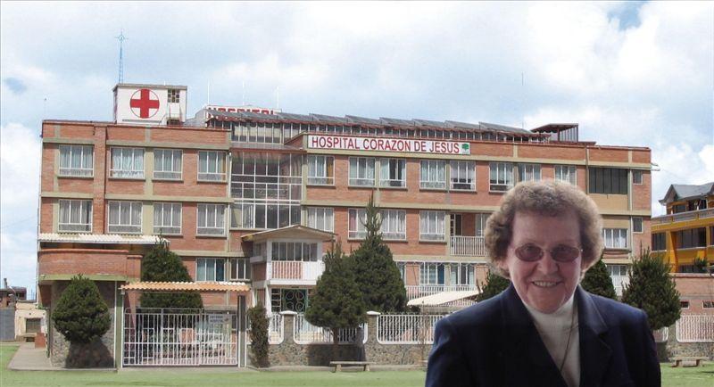 "Sr. Katharina vor dem heutigen ""Hospital Corazón de Jesús"""