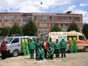 2008 - Sr. Katharina mit Ihrer Unfall-Einsatztruppe und 2 von 3 Rettungswagen – links der Neue